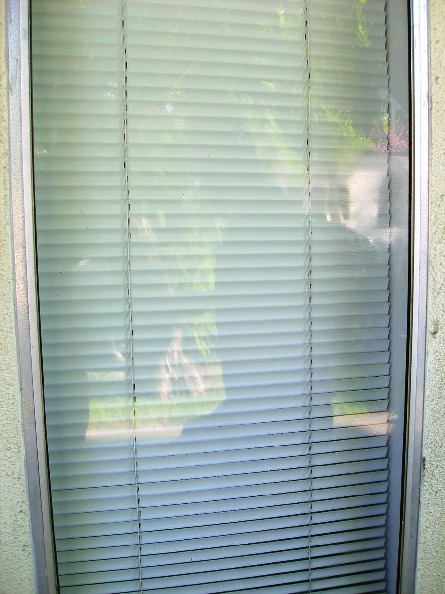Okno ako nové vďaka špeciálnym obrúskom pre odstránenie graffiti.